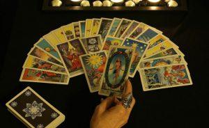 Nên học bói bài vào dịp trăng tròn