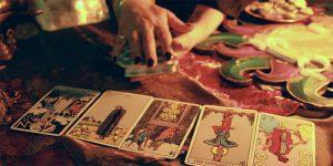 Học cách bói bài Tarot có nhiều bước