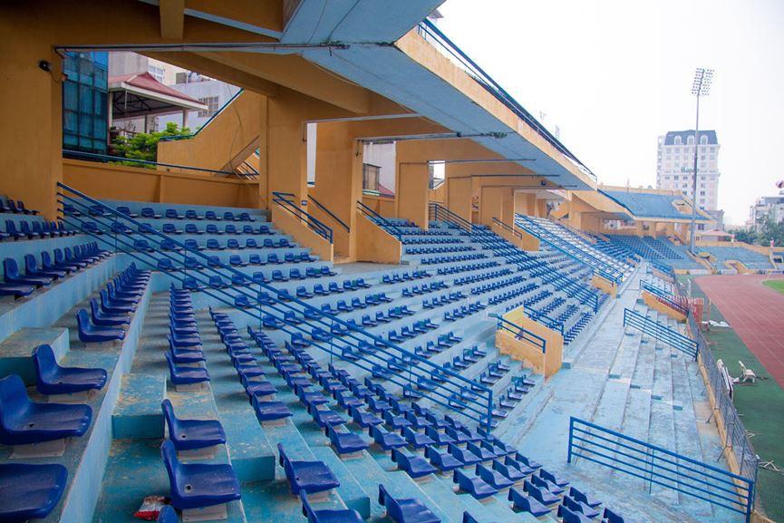 Sân có sức chứa lớn với khoảng 20.000 chỗ ngồi
