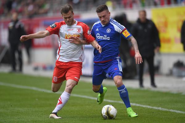 Soi kèo Regensburg vs Holstein Kiel