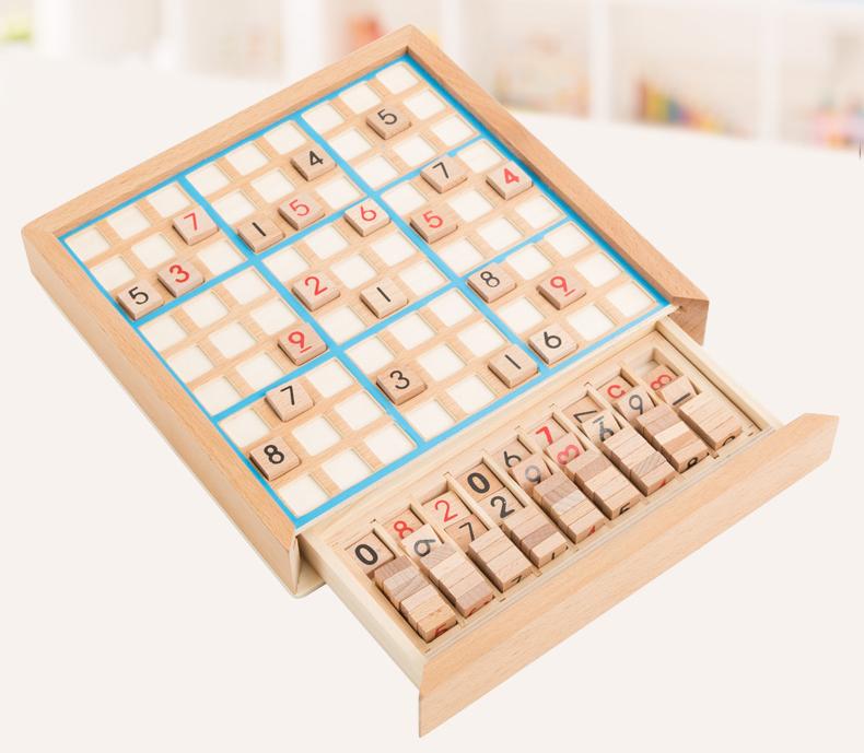 Chơi Sudoku đòi hỏi bạn lấp đầy các con số theo quy tắc nhất định