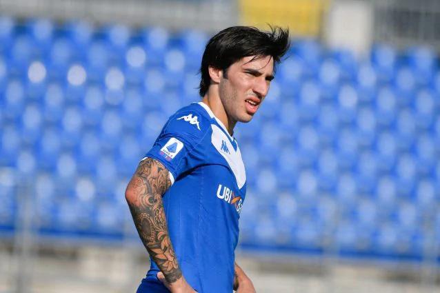 Sandro Tonali (19 tuổi) được ví như một trong những cầu thủ vĩ đại nhất từng có của Ý